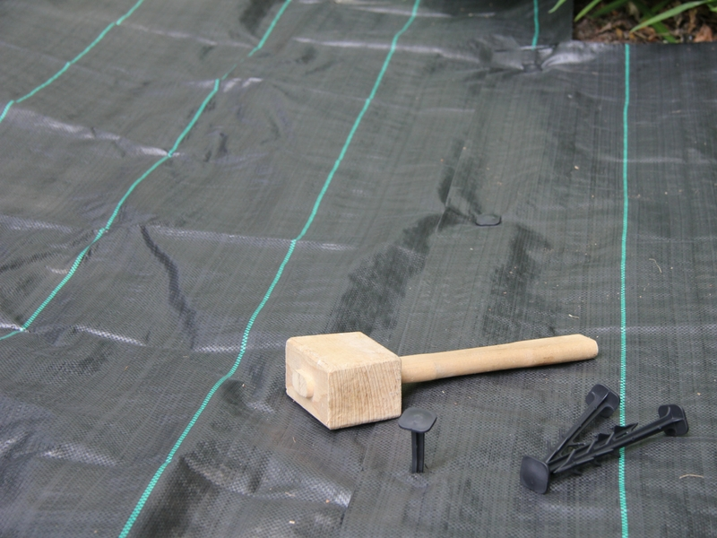 geotextile heavy duty weed barrier and ground stabiliser groundtex. Black Bedroom Furniture Sets. Home Design Ideas